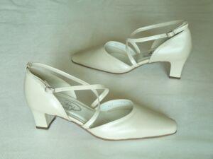 Keresztpántos esküvői cipő