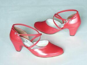 7a57f1f826 Menyecske cipők