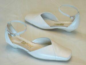 dcb2979898 Akciós termékek. Pántos női esküvői cipő