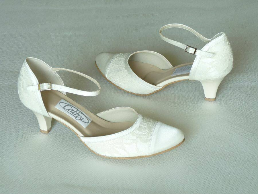 8bdeb15493 Pántos női esküvői cipő - Sarokmagasság 1 - 5 cm