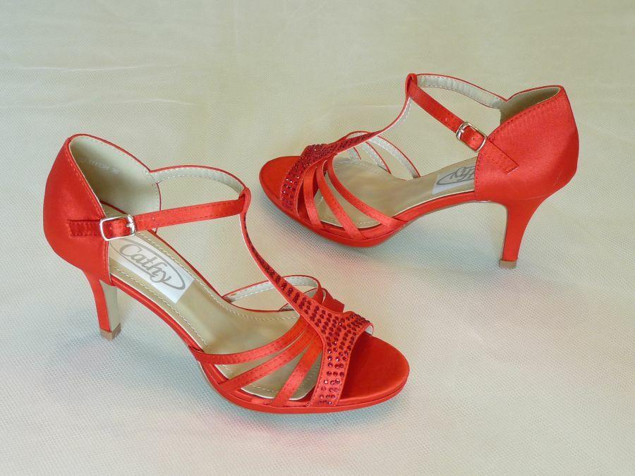 Szandál fazonú felvezetőpántos menyecske cipő - Menyecske cipők a90a154e3b