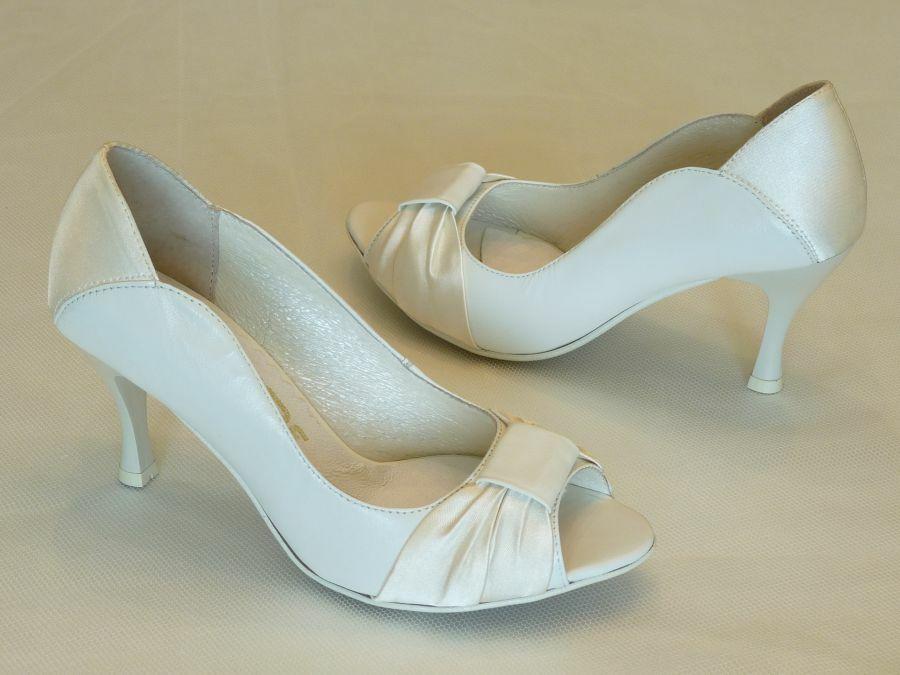 Nyitott orrú női esküvői cipő - Graf 27a7d771ed