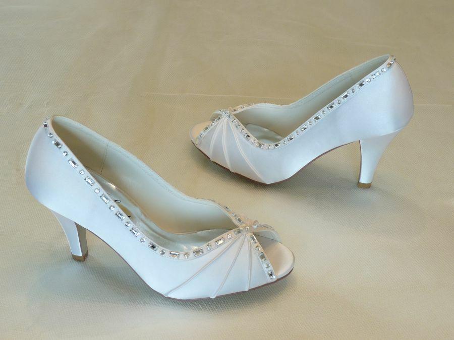 c85c3ba83b Nyitott orrú női esküvői cipő - Sarokmagasság 6 - 11 cm