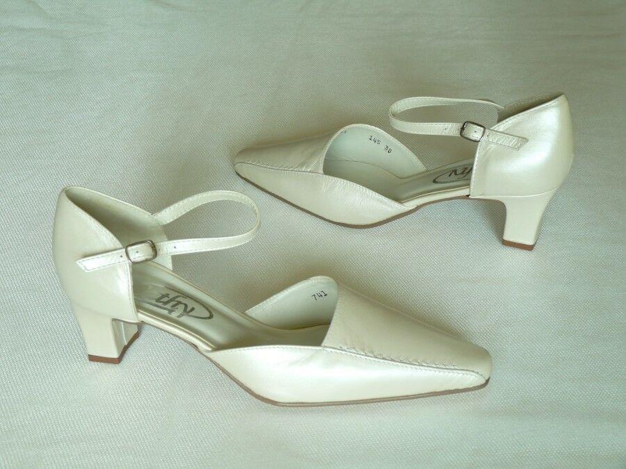 Rüsztpántos esküvői cipő
