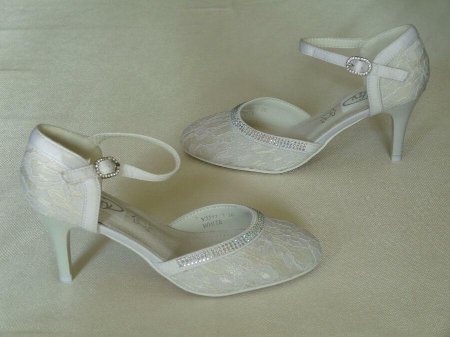 Csipke, pántos női esküvői cipő