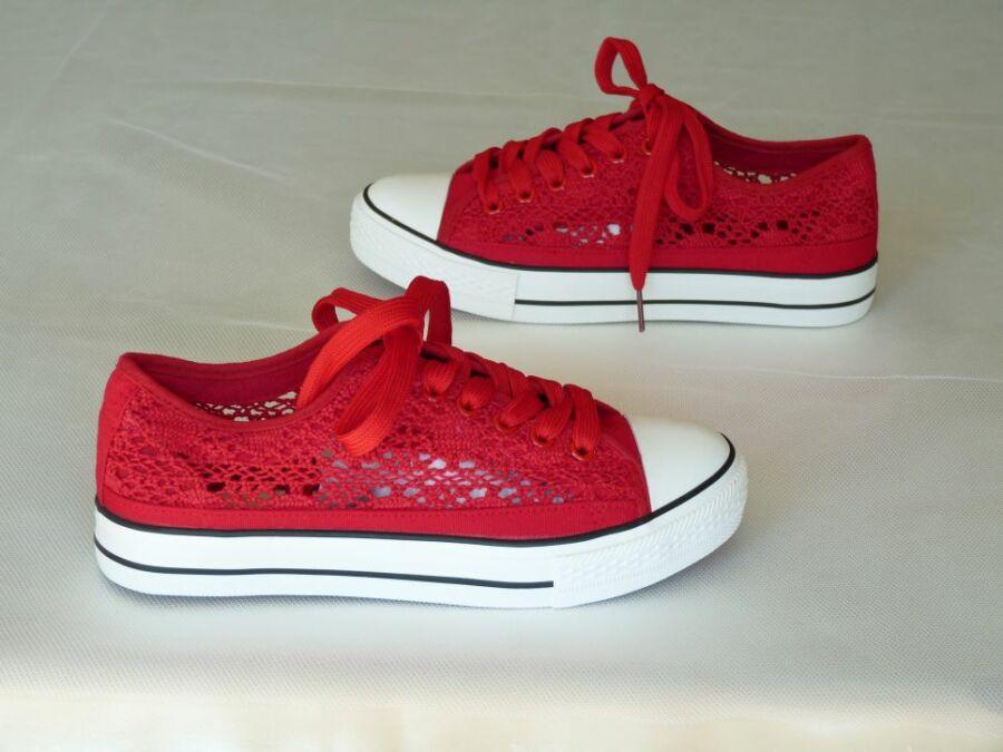 Csipke tornacipő