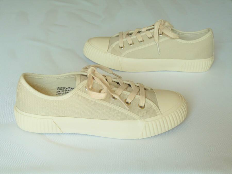 Lapos sarkú fűzős cipő