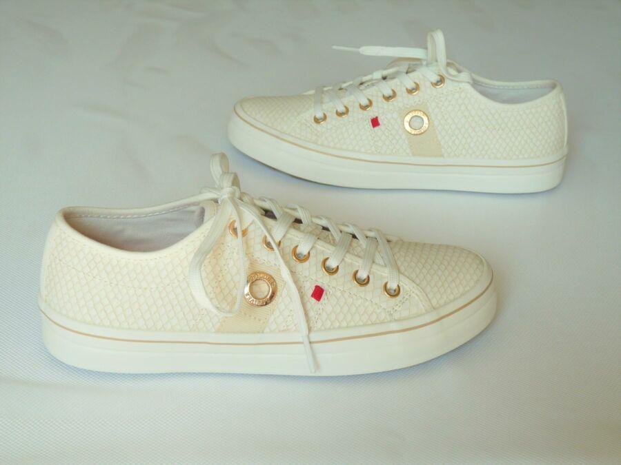 Alkalmi jellegű lapos sarkú, fűzős cipő