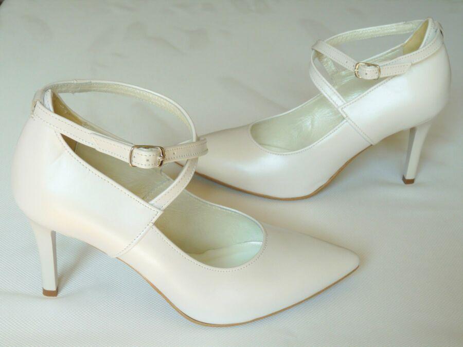 Keresztpántos, zárt menyasszonyi cipő