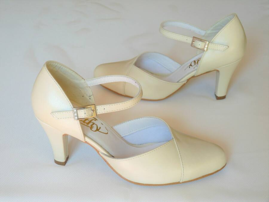 Kétrészes pántos női esküvői cipő