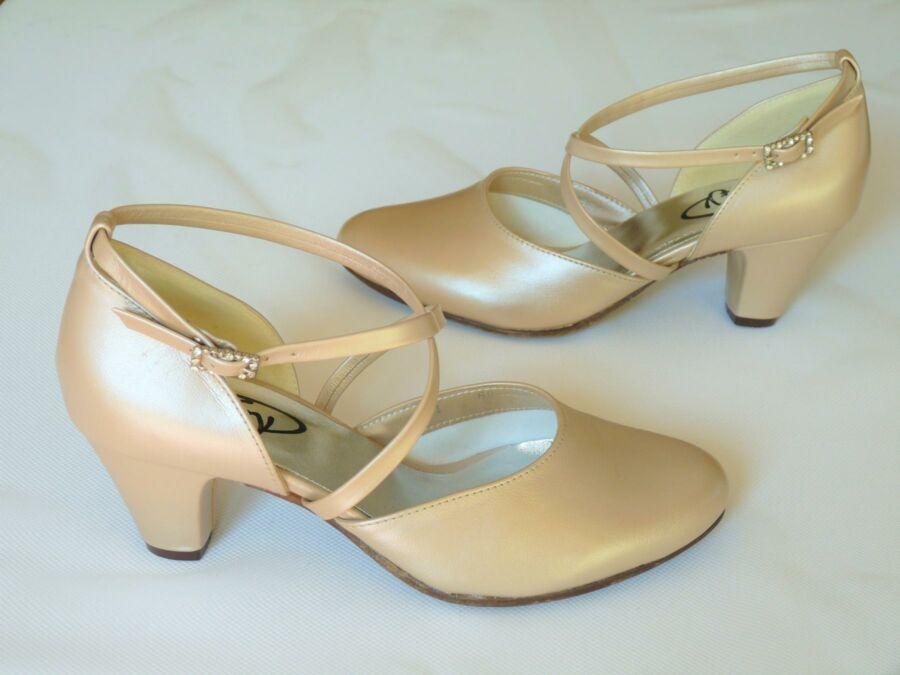 Keresztpántos női esküvői cipő