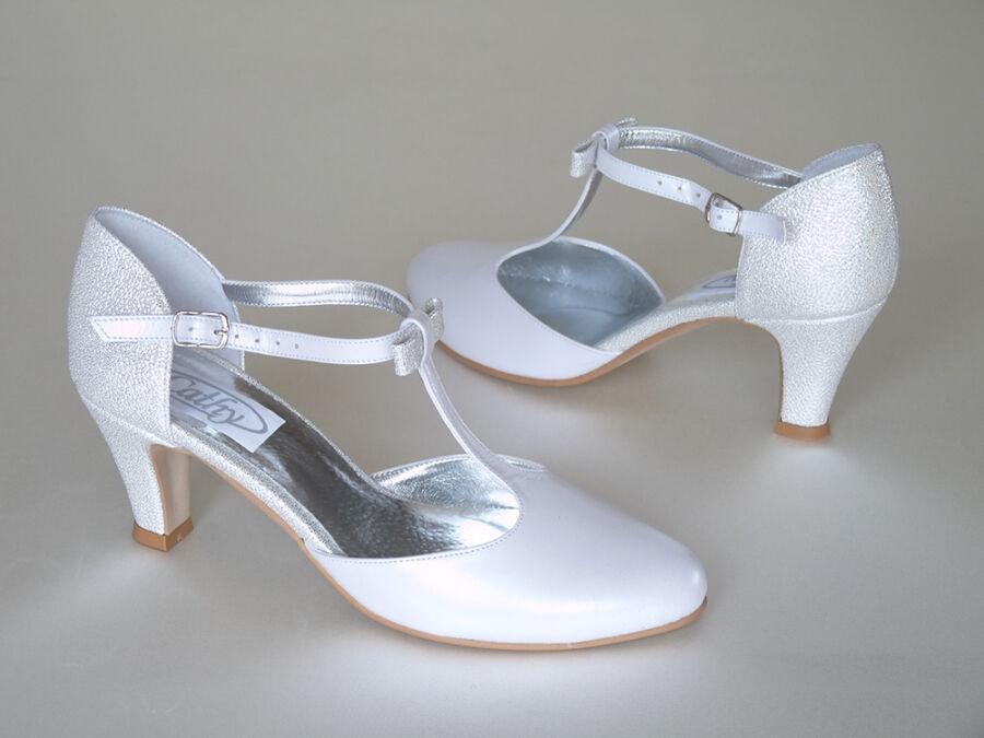 Felvetezőpántos női esküvői cipő