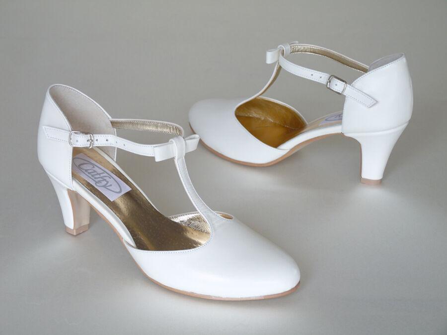 Felvezetőpántos női esküvő cipő