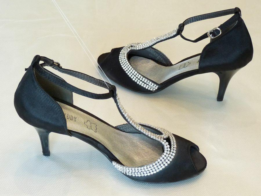 Szandál fazonú felvezetőpántos női alkalmi cipő