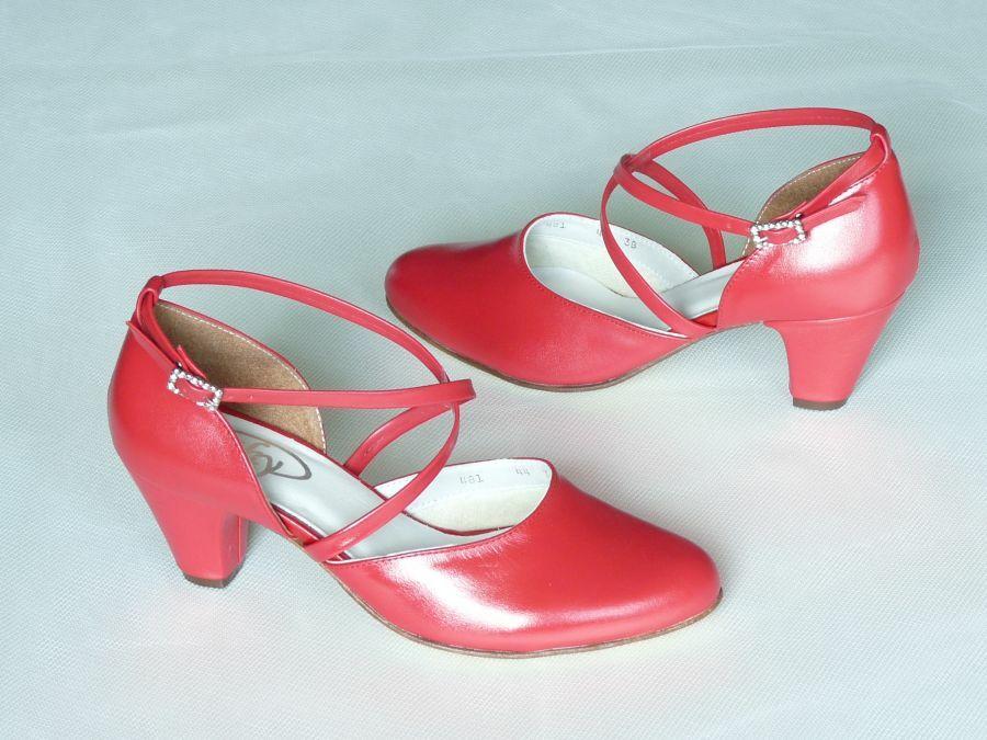Keresztpántos menyecske cipő