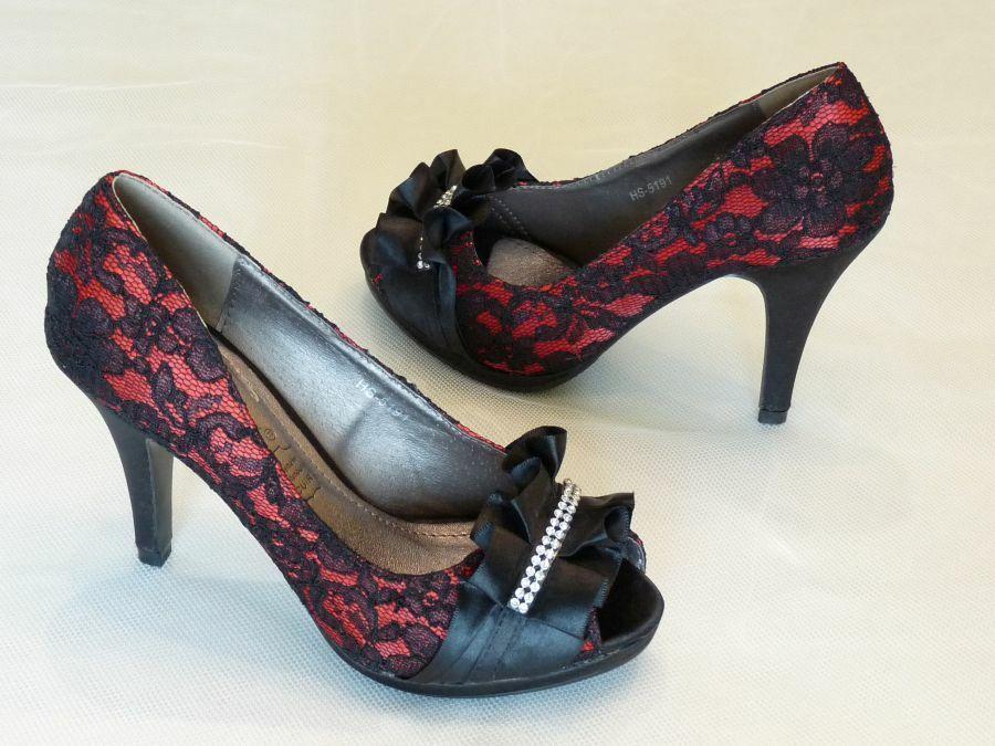 Nyitott orrú menyecske cipő