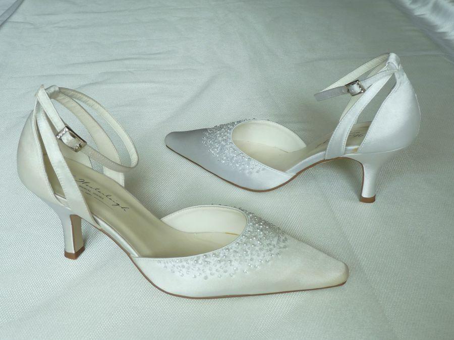 Éva bokapántos esküvői cipő