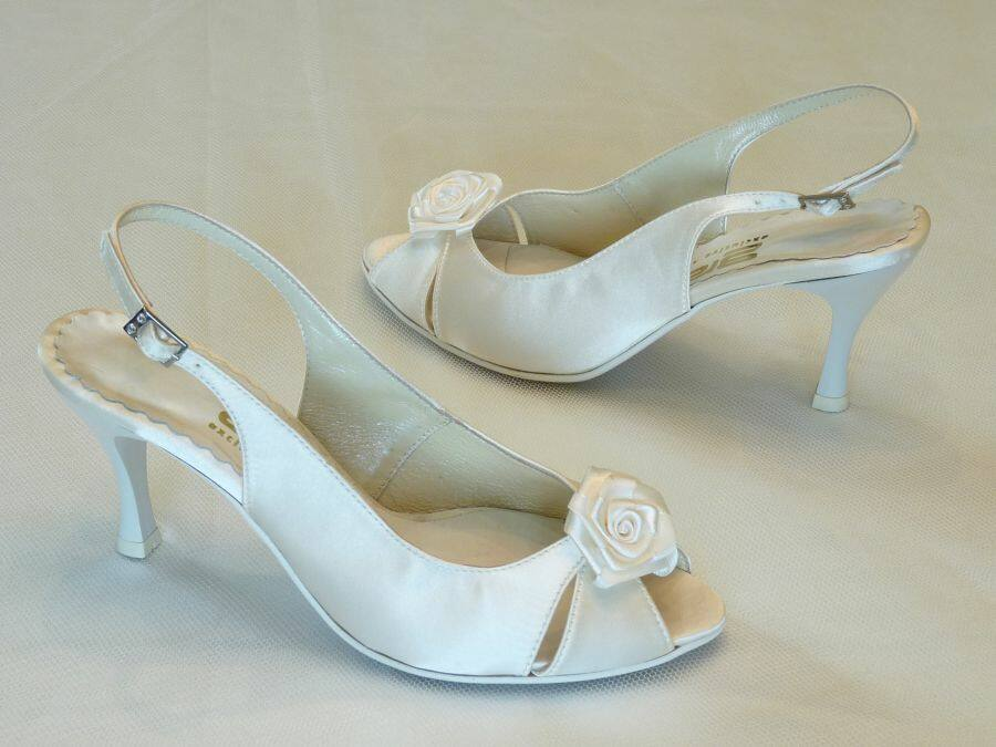 Szandál fazonú női esküvői cipő