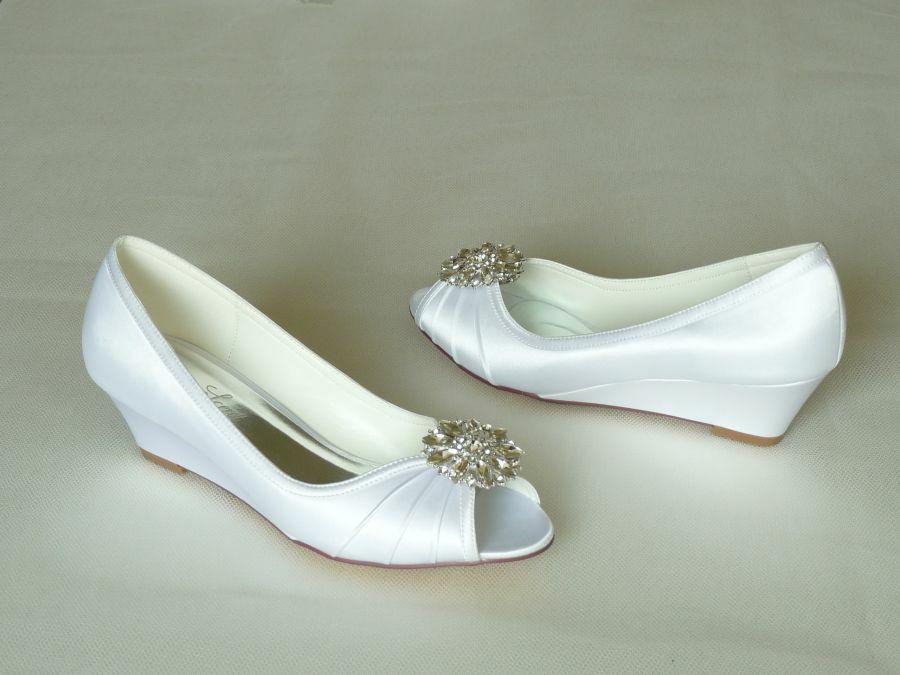 Nyitott orrú éktalpas női esküvői cipő