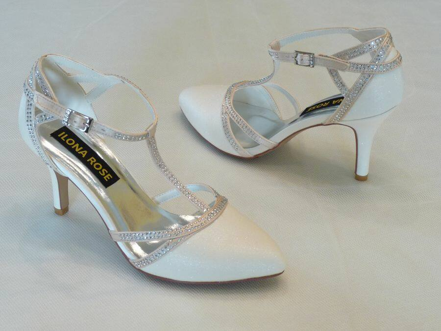 Felvezetőpántos női esküvői cipő