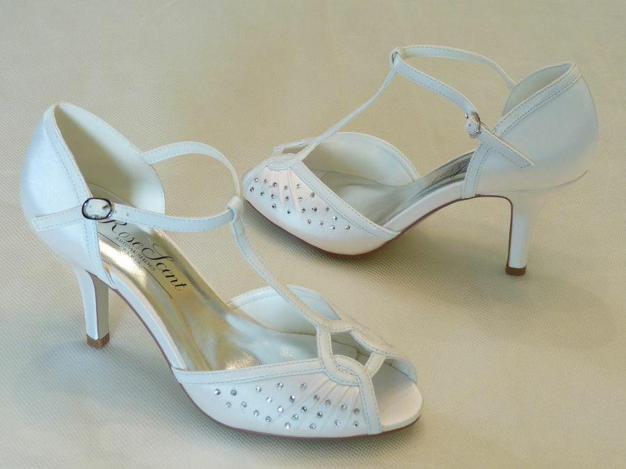 Szandál fazonú felvezetőpántos női esküvői cipő