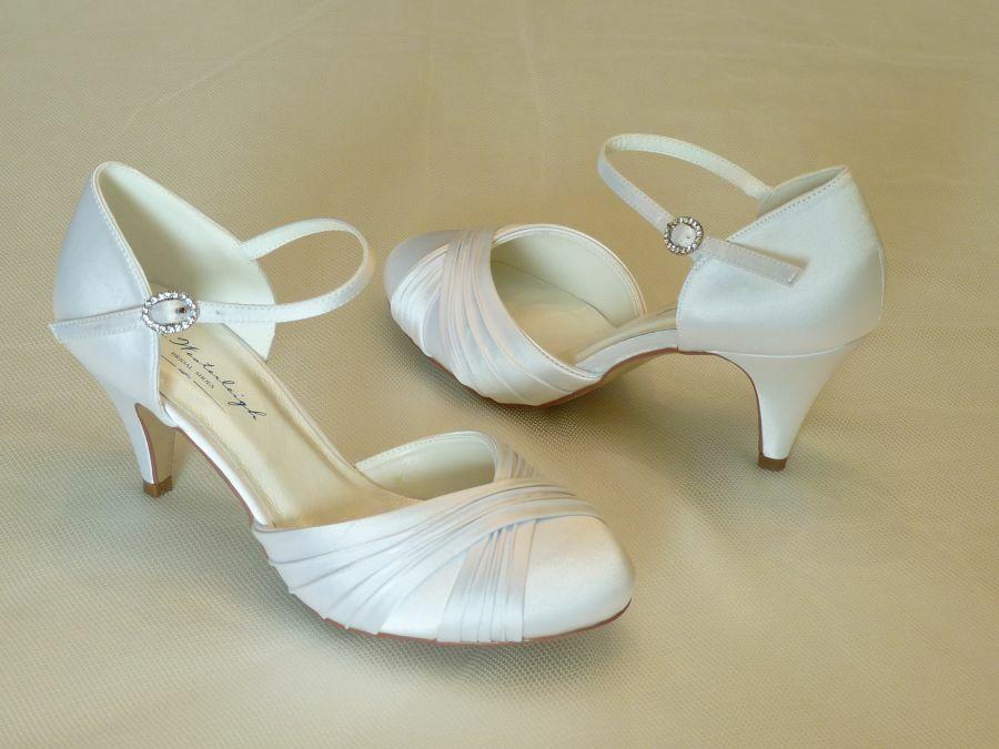 Lilly – pántos női esküvői cipő