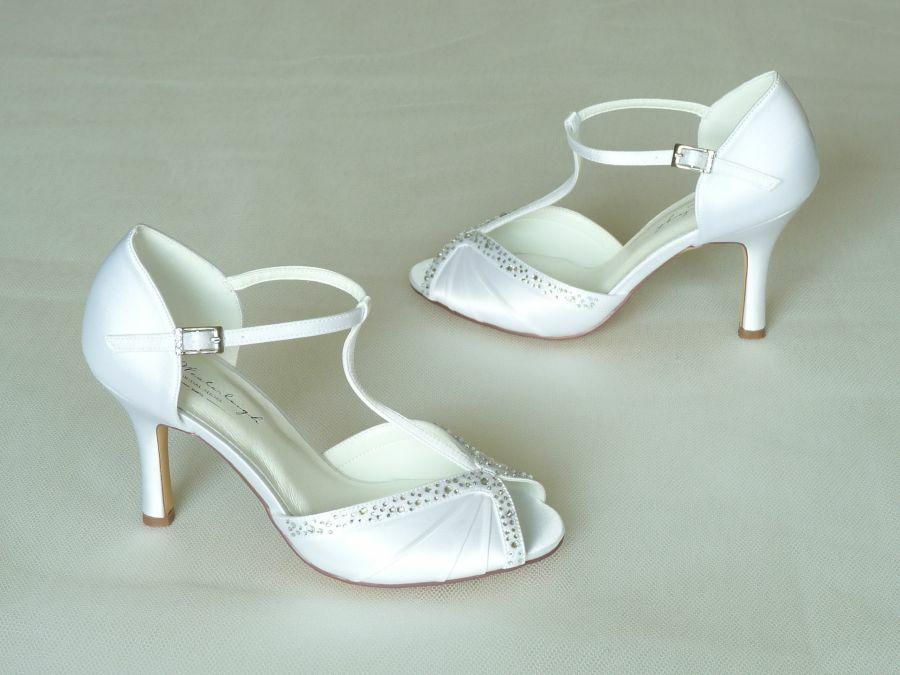 Tiffany – szandál fazonú felvezetőpántos női esküvői cipő