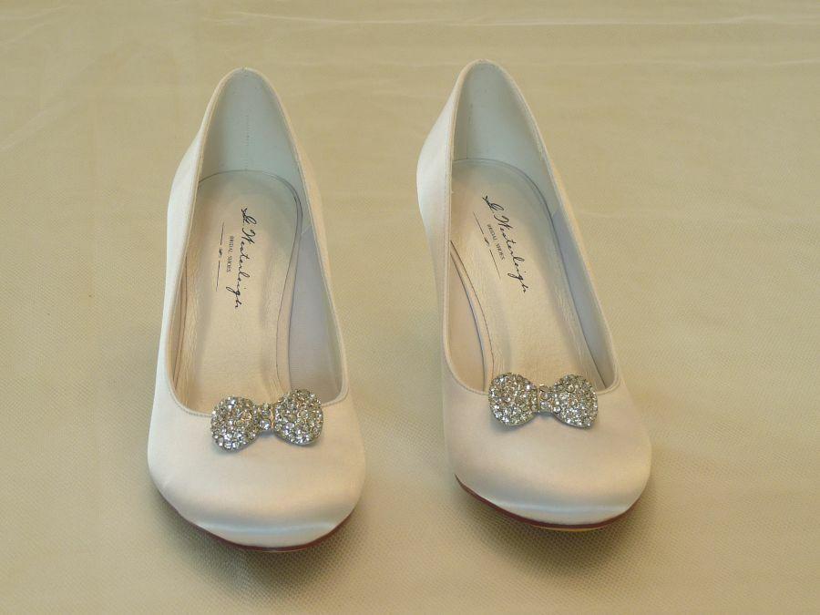Diana – körömcipő fazonú női esküvői cipő Audrey cipőklipsszel