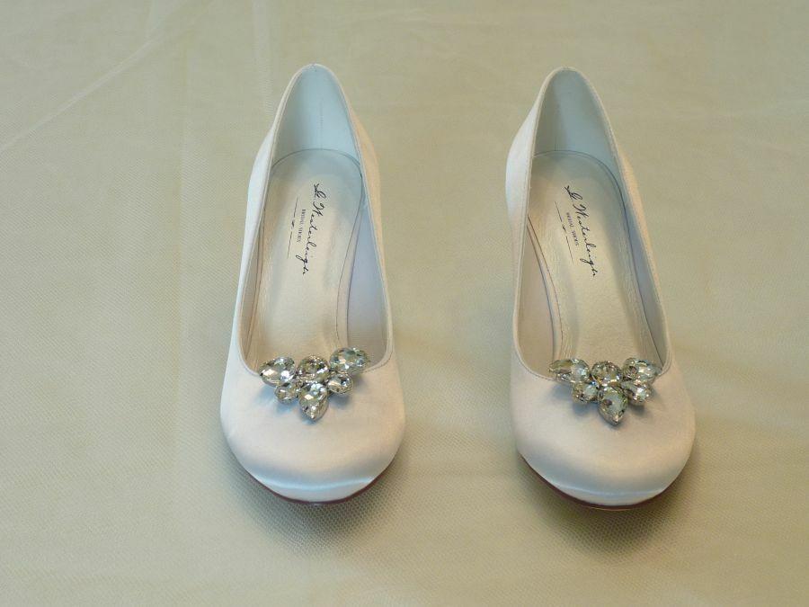 Diana – körömcipő fazonú női esküvői cipő, Alicia cipőklipsszel