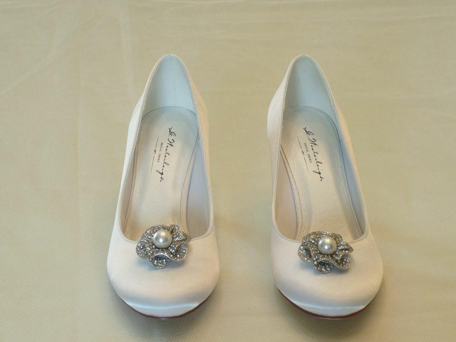 Diana – körömcipő fazonú női esküvői cipő, Lisette-cipőklipsszel